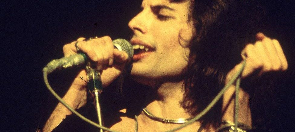 dinti Freddie Mercury